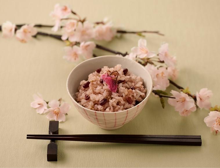 桜の花入りお赤飯